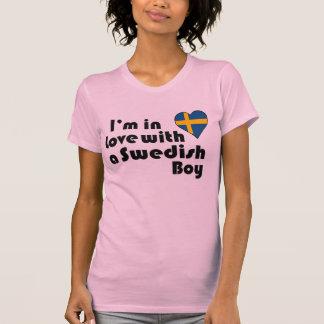 Mig förmiddag som är förälskad med en svensk pojke tee shirt