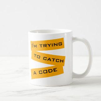 Mig pröva förmiddag som fångar en kodifiera kaffemugg