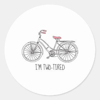 Mig tröttad förmiddag två runt klistermärke