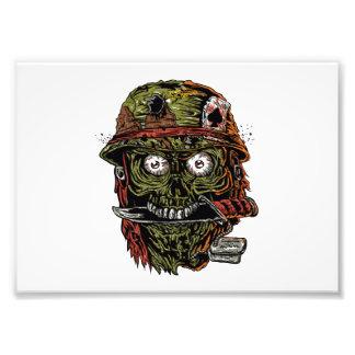 militär zombie med knivar i mun fototryck