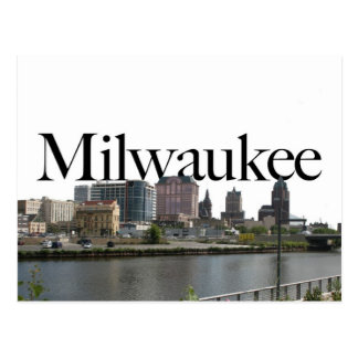 Milwaukee WI-horisont med Milwaukee i himmlen Vykort