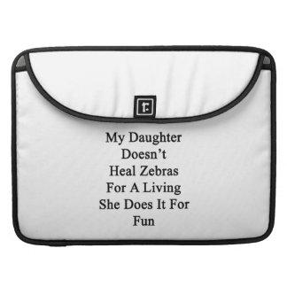 Min dotter läker inte zebror för ett uppehälle hen sleeve för MacBooks