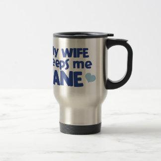 Min fru håller mig förnuftig resemugg