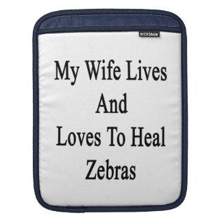 Min fruliv och kärlekar för att läka zebror sleeves för iPads