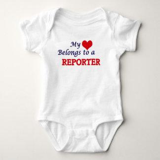 Min hjärta hör hemma till en reporter tee shirt