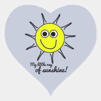 Min lite stråle av solskenet med leende och solen hjärtformat klistermärke