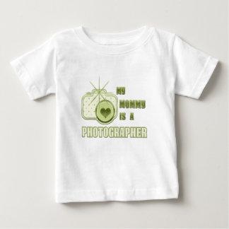 Min mamma är en fotografT-tröjagrönt Tee Shirts