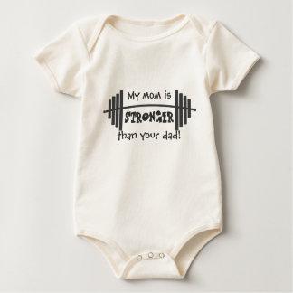 Min mamma är starkare än din pappa krypdräkt