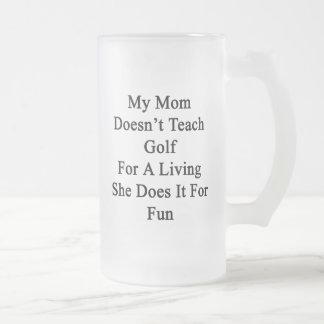 Min mamma undervisar inte Golf för ett uppehälle Frostat Ölglas