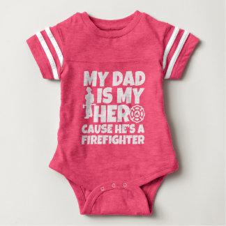 Min pappa är min hjälte orsakar honom är en tshirts
