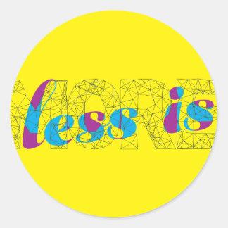 Mindre är mer minimalist typografidesignaffisch runt klistermärke
