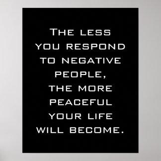 Mindre reagerar du till negativt folk affisch för  poster