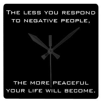 Mindre reagerar du till negativt folk svart för fyrkantig klocka