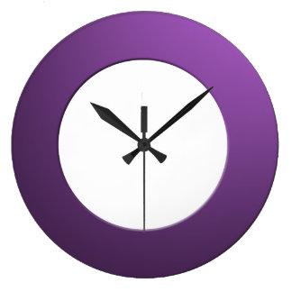 Minimalistic någon färgar inga siffror på stor klocka