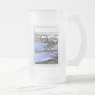 Minnen i en flaska frostat ölglas