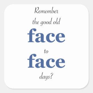 Minns att det bra gammala ansiktet - - vända mot fyrkantigt klistermärke