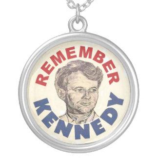 Minns det Bobby Kennedy halsbandet Silverpläterat Halsband