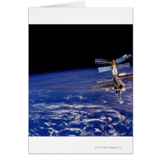 Mir-utrymmestation som flyter ovanför jorden hälsningskort