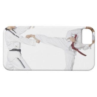 Mitt- vuxen man som övar kickboxing med barn iPhone 5 cover