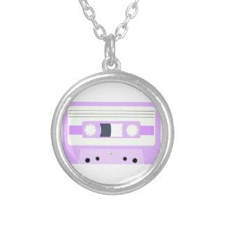 Mixtape - pastellfärgad lila halsband med rund hängsmycke