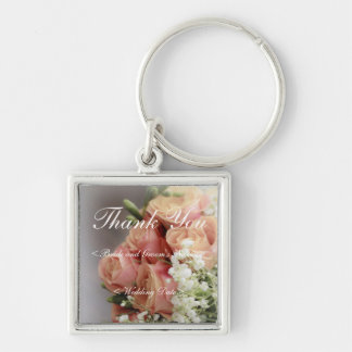 Mjuka rosa ros och brudslöjabröllop fyrkantig silverfärgad nyckelring
