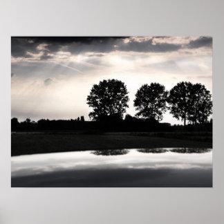 Mjukt tona solnedgången Along floden Poster