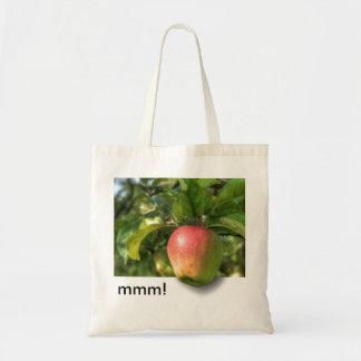 mmm!   Apple som hänger av anpassadetext för träd Budget Tygkasse
