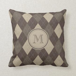 MockaChocca brunt Argyle mönster med monogramen Kudde