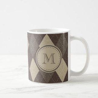 MockaChocca brunt Argyle mönster med monogramen Vit Mugg