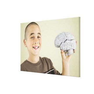 Modellerar den hållande människahjärnan för pojken canvastryck