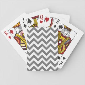 Moderiktig sparre som leker kort casinokort