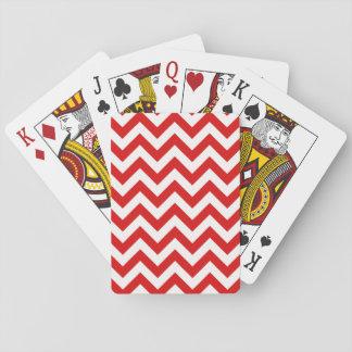 Moderiktig sparre som leker kort spel kort