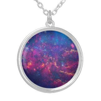 Moderiktigt galaxtryck/Nebulasmycken Silverpläterat Halsband