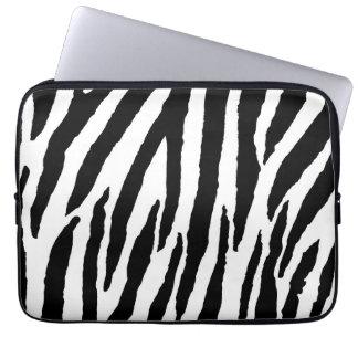 Moderiktigt svartvitt zebra mönstrad laptopskydd fodral