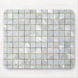 Modern av den pärlemorfärg mosaiken med guld musmatta