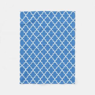 Modern Azure blått och vit marockanska Quatrefoil Fleecefilt