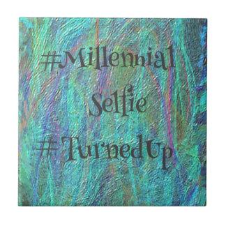 Modern blåttabstrakt Millennial Selfie TurnedUp De Kakelplatta