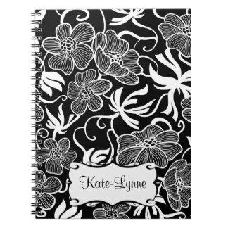 Modern blommigt med det svartvita finarenamn anteckningsbok