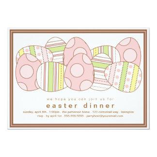 Modern dekorerad inbjudan för äggpåskmiddag