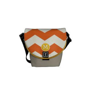 Modern sicksack för sparre för Monogramorangegult Messenger Bag