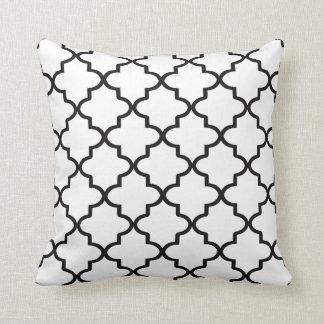 Modern vit och svart marockanska Quatrefoil Kudde