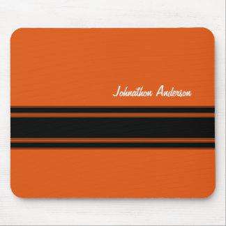Moderna brända orange tävlarandar med namn musmatta