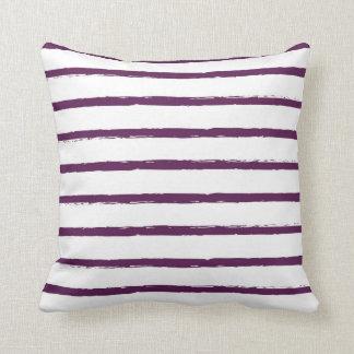 Moderna texturerade lilor för randlinjerplommon kudde