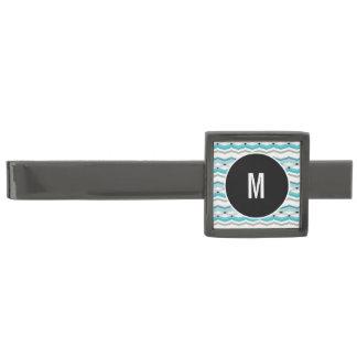 Modernistisk sparre i turkosblått slipsnål med metallgråfinish