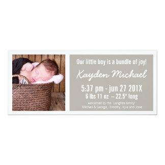 Modernt brunt pojkefödelsemeddelande 10,2 x 23,5 cm inbjudningskort