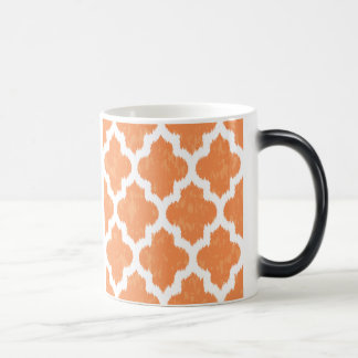 Modernt geometriskt för orange Ikat Quatrefoil Morphing Mugg