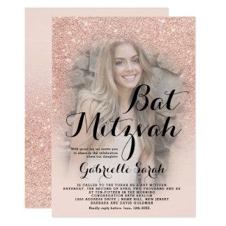 Modernt rosa guld- bat mitzvah glitterombrefoto 12,7 x 17,8 cm inbjudningskort