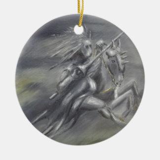 Modig riddareridning som slåss julgransprydnad keramik