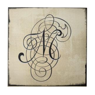 """mongram """"M"""" belägger med tegel Kakelplatta"""