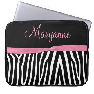 Monogram för band för svart sebra för rosor rosa laptopskydd fodral